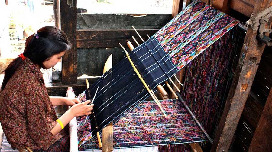 Bhutan-weaving-tours